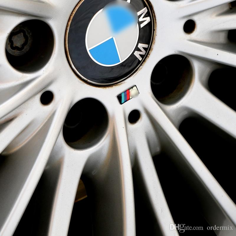 100 adet / grup M küçük Dekoratif Badge Hub kapaklar BMW M Spor M3 için direksiyon M3 M5 X1 X3 E46 E39 E60 E90 F36 Araba Amblem Sticker
