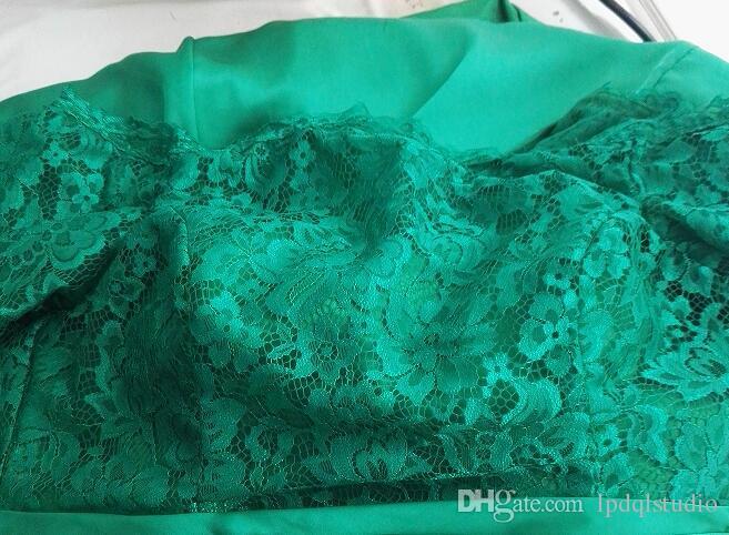 Élégante Mère de la mariée Robes de la mariée Gris clair Satin Soitin avec dentelle Top Fermeture à glissière arrière Robes de la mère à l'épaule sur mesure