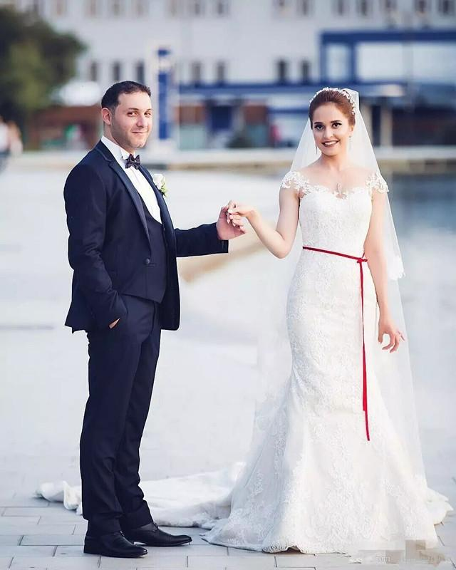 Sereia Romântico Vestidos de Noiva Marfim Branco Rendas Cap Mangas Apliques 3D Flora Vestido de Noiva Vestidos de Noiva Vestidos de Chão Vestidos Feitos Sob Encomenda