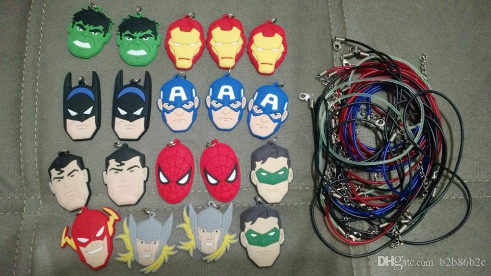 Mixte Avenger Super-héros Haute Qualité de Bande Dessinée PVC Souple Pendentif + 51cm Collier Corde Chaîne Ras Du Cou Collier Enfants Cadeau Party Favors Bijoux