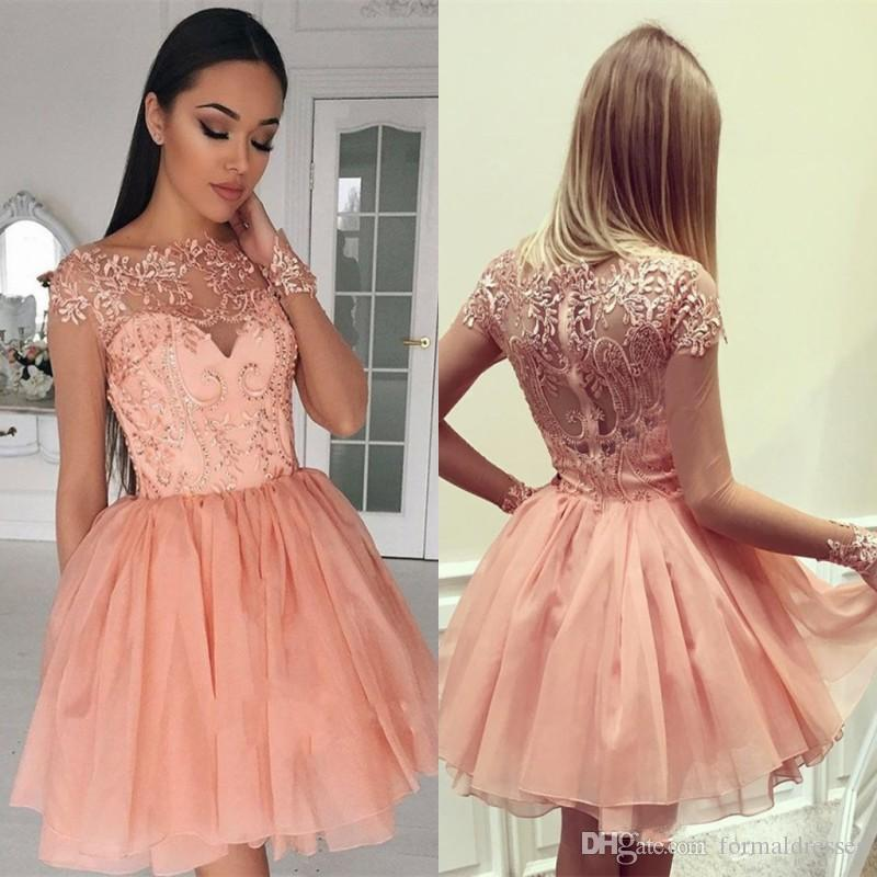 f0321399bf36 Coral Illusion Langarm Homecoming Kleid Kurz Sheer Neck Spitze Hohl Zipper  Mädchen Cocktail Party Abschluss Party Kleid Mini Prom Wear