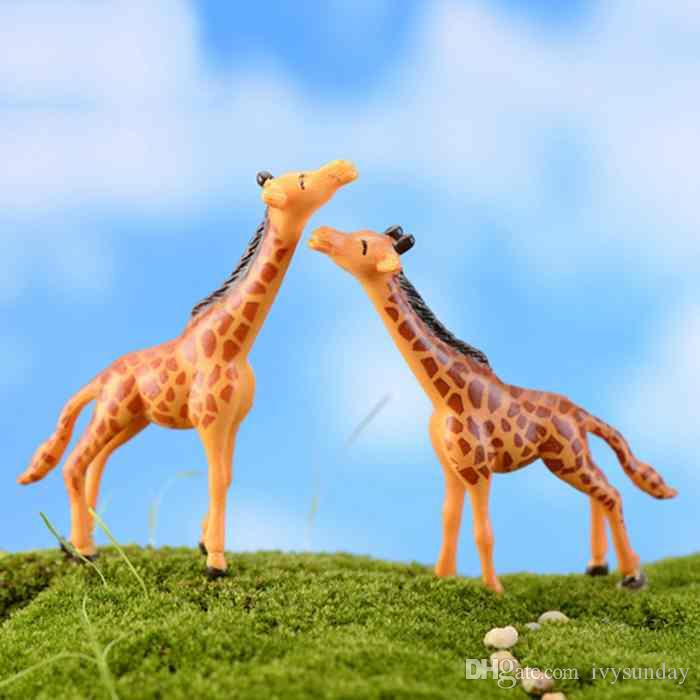 Cute Giraffe Cartoon Doll creativo di ornamento Mestiere della resina Moss terrario decorazioni Micro Paesaggio Accessori Fairy Garden Desktop fai da te Zakka