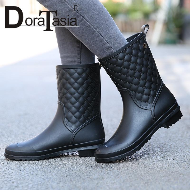 d2dc600975d196 DORATASIA New Fashion Women S Rain Boots Wide Med Heels Solid Round Toe  Shoes Women S Mid Calf Boots Black Big Size 36 41 Suede Boots Men Boots  From Memebiu ...
