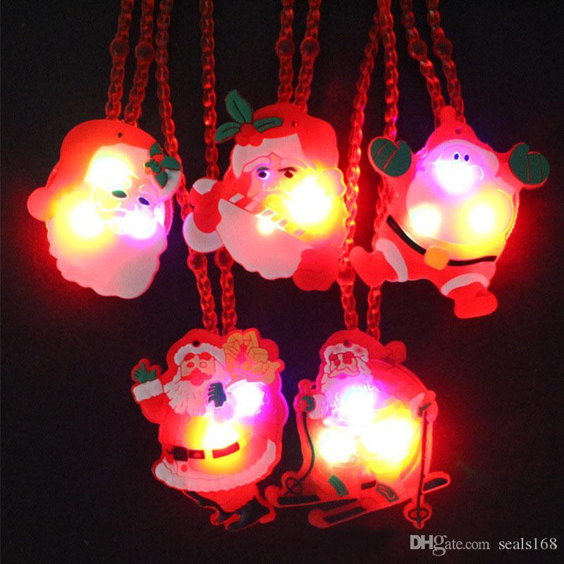2018 LED Lumière De Noël Clignotant Collier Enfants Enfants Glow up Cartoon Père Noël Pendentif Partie De Noël Robe Décorations Cadeaux HH7-850
