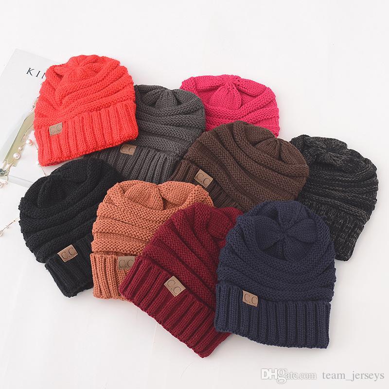 Compre Nueva Moda CC Sombreros De Punto Unisex Invierno Cálido Crochet  Chunky Suave Beanie Hombres Mujeres Exterior Stretch Cable Cráneo Tapas  Mejor Regalo ... 7fb09171d63