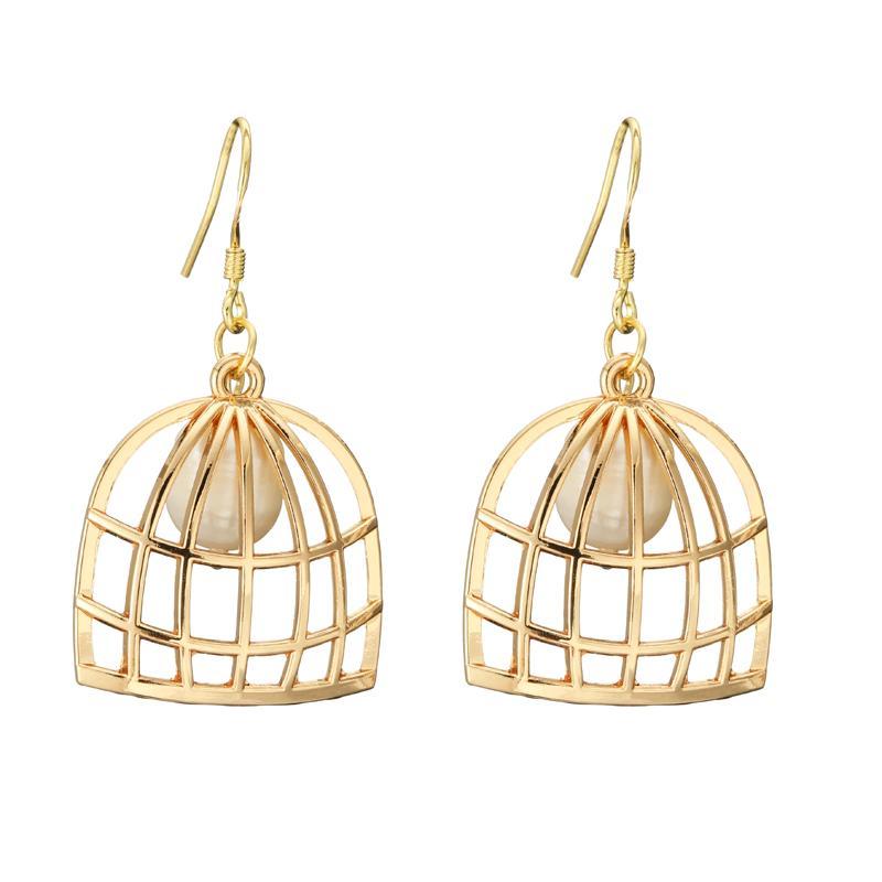 9e079f7e33 Compre Fancy Design Metal Gold Geometric Pendientes Real Perlas De Agua  Dulce Pendientes Colgantes Para Mujeres Glam Novia De Boda A $36.09 Del  Wutiamou ...