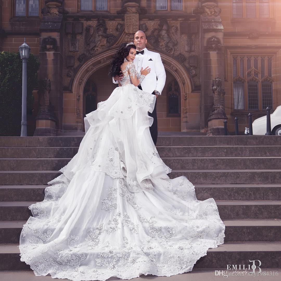 Luxuriöse Strass Kristall Hochzeit Kleid-Ausschnitt Perlen Applique lange Hülsen-Nixe-Brautkleid Herrliches Dubai Brautkleid Overskirt
