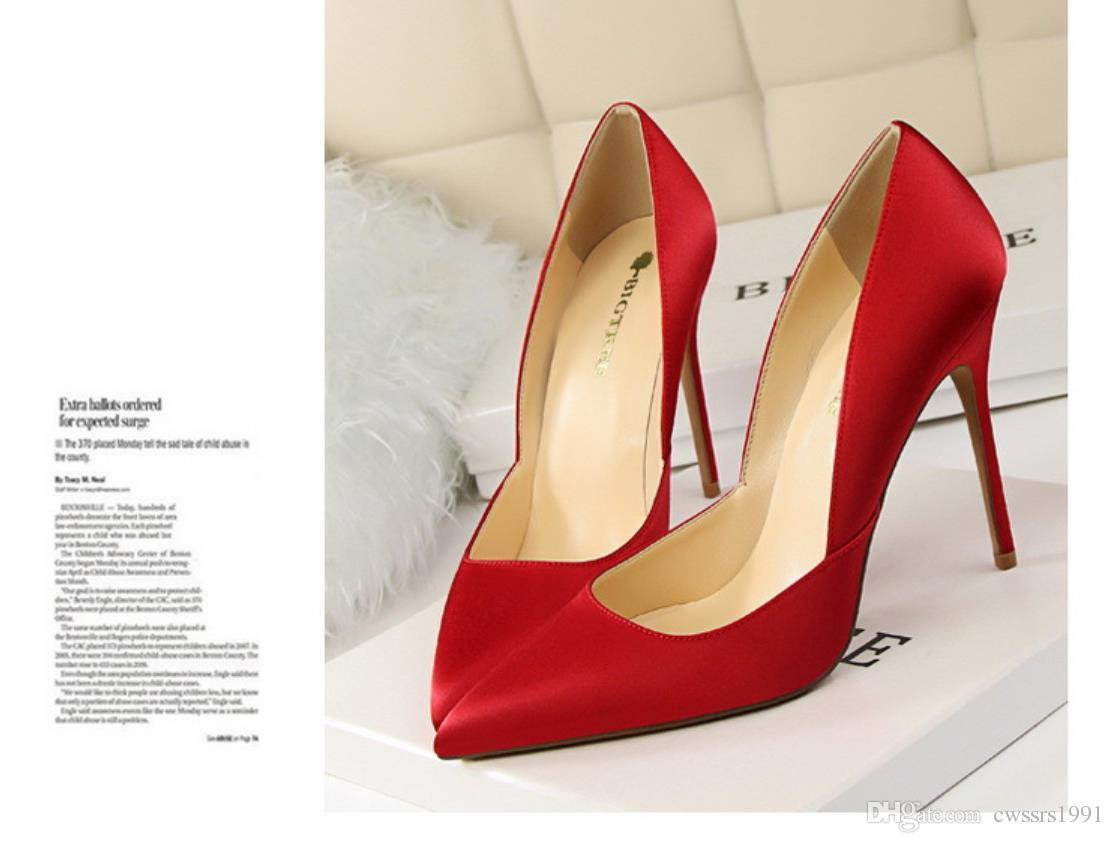 Compre 2018 Venta De La Promoción De Las Mujeres Grises Elegantes 10 Cm  Cuatro Colores De Gamuza Bowties Bombas De Tacón De Aguja Rojo Inferior  Zapatos De ... 62c5d02d48a6