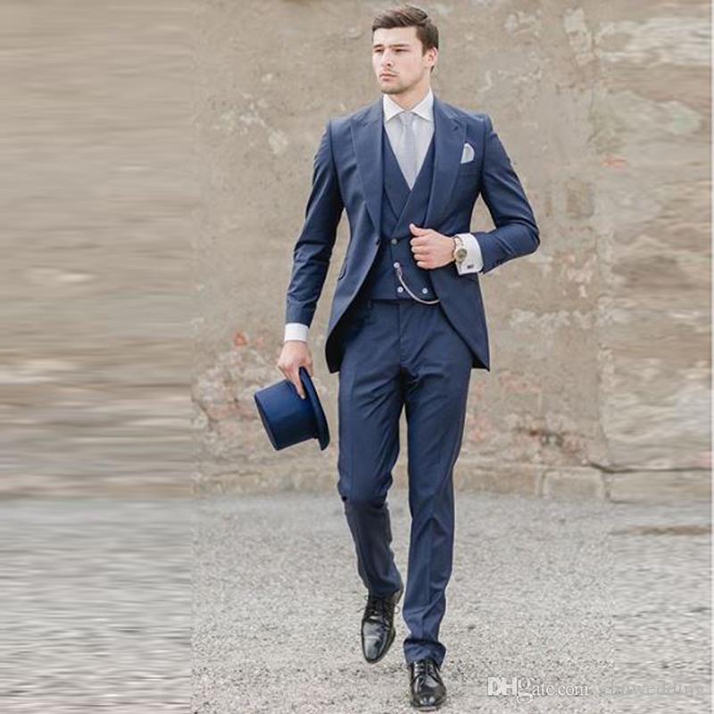 Acheter Bleu Marine Italien Hommes Costumes Mariage Groom Tuxedos 3 Pièces  Veste + Pantalon + Gilet Costumes Marié Meilleur Homme Blazer De  102.66 Du  ... b3a7b0f8d7d