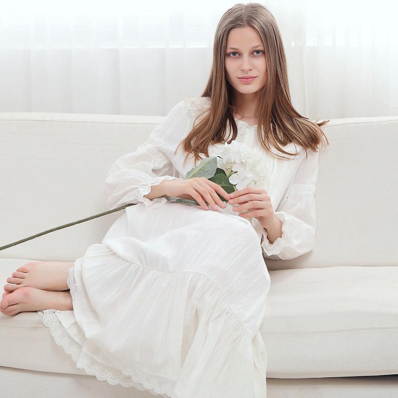 056b25d32 Compre Mulher Camisola Longa Gravidez Pijama Retro Princesa Branca Noite  Vestido De Maternidade Pijamas De Algodão Sleepwear Sleepwear CE868 De  Humom