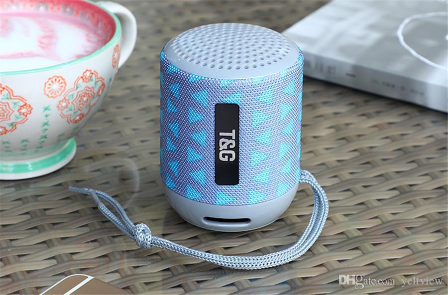 Haut-parleur portable Bluetooth Haut-parleurs sans fil Subwoofer Camping extérieur Support de haut-parleurs de sport Radio Carte TF Universel avec boîtier de vente au détail