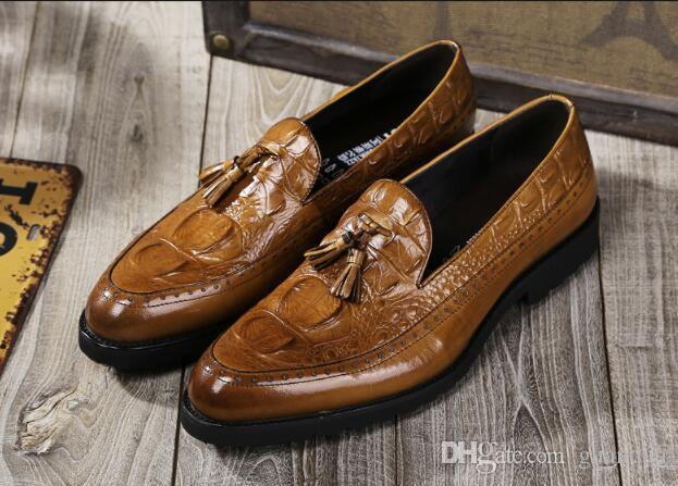 Spring/Autumn mens fashion loafers embossed leather casual shoes men tassel slip on design black brown wedding shoes dh2h20