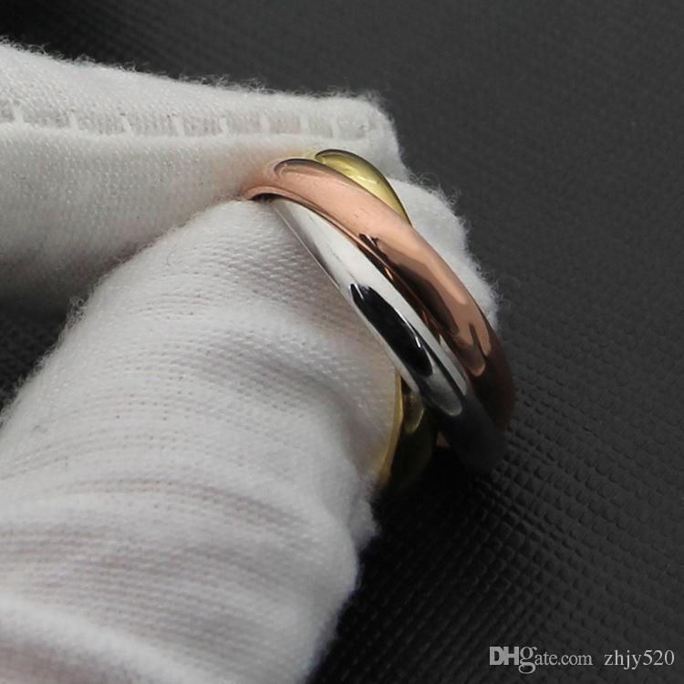 Nuovo elegante acciaio inossidabile tricolore tre anelli in uno senza soluzione di continuità, misto oro giallo / oro rosa / argento Colori metallici Amanti in titanio Moda
