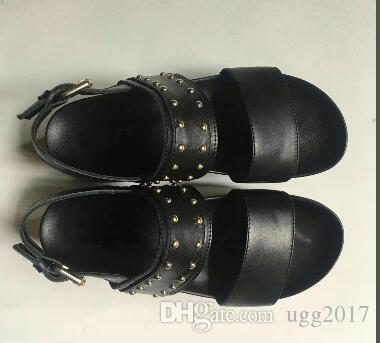 Fivela de sola grossa senhoras sandálias casuais Botas de tornozelo Botas de 2 cores praia das mulheres sandálias de sola grossa Unidade shoes 2018 Design Gladiador de Verão