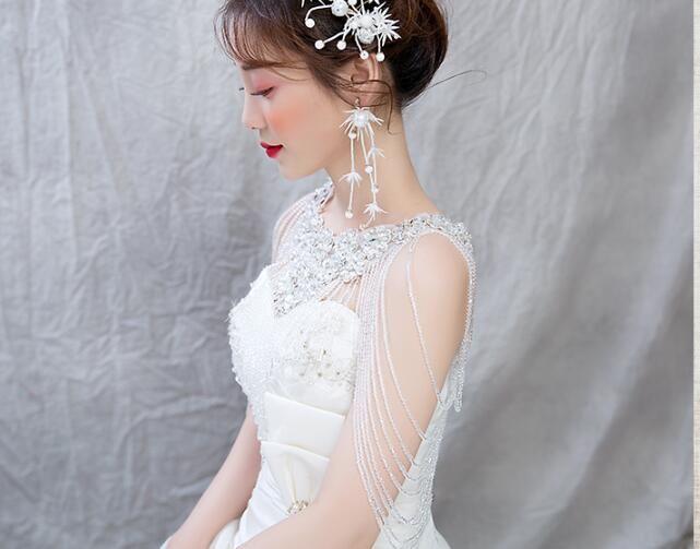 Роскошное сверло воды, окаймленные цветы, цепь плеча, ворота ром, дом фото, невеста, корейское плечо свадьбы стиля.