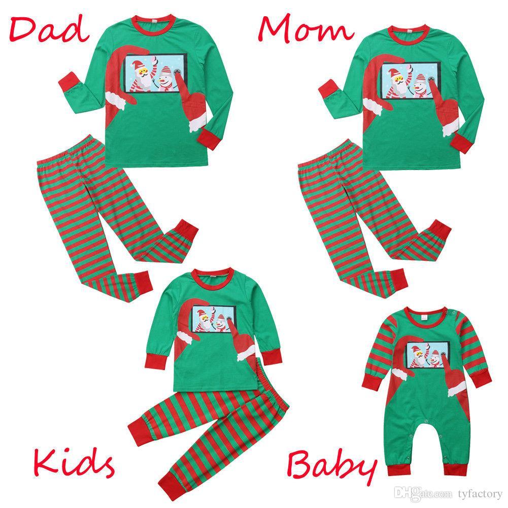 d8614d9cbd Compre Muñeco De Nieve Navidad Ropa Familiar A Juego Pijamas De Rayas Bebé  Mameluco Niños Niños Vestidos Adultos Verde Rojo Ropa De Dormir De Navidad  Ropa ...