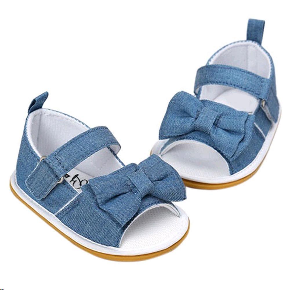 588040ccc2f1b Acheter Nouveau Né Bébé Filles Arc Anti Slip Coton Crib Chaussures D été  Sandale Jean Tissu Bleu Coton Chaussures Première Promenade De  42.56 Du  Paradise02 ...