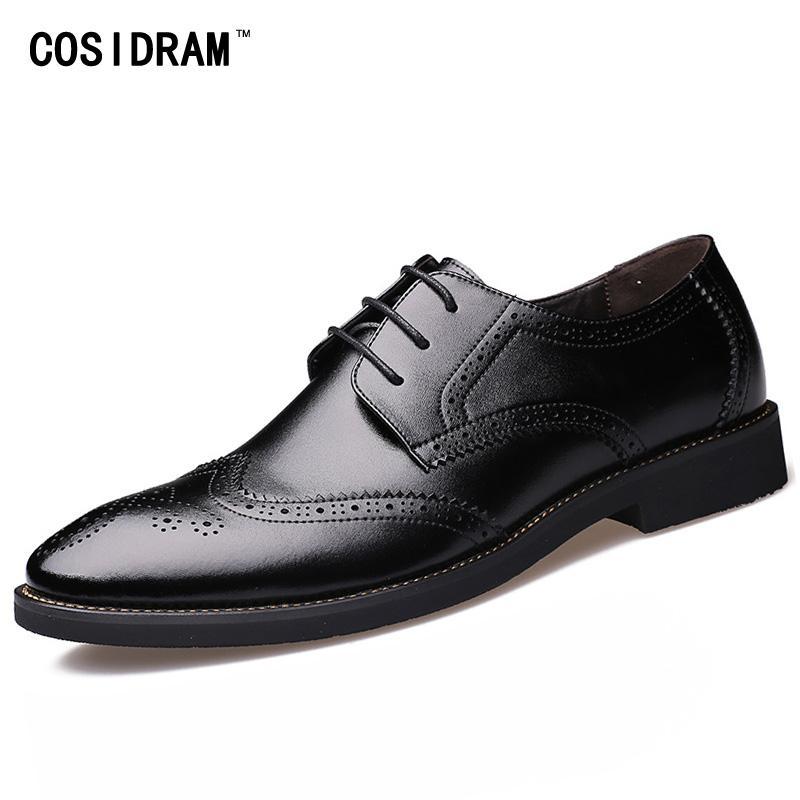 f09cc190fc Compre Estilo Britânico Brogue Homens Sapato Formal Apontou Toe Lace Up  Vestido De Couro Sapatos De Negócios Apartamentos Oxford Sapatos Para  Homens Oxfords ...