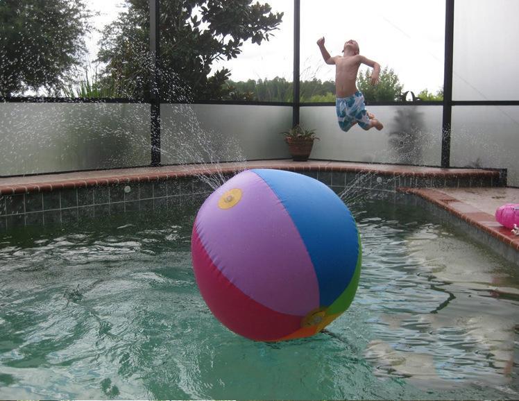 Pallone gonfiabile gonfiabile all'aperto del bagno della palla dell'acqua di estate che spruzza all'aperto gonfiabile del pallone da acqua all'aperto gioca nel pallone da spiaggia dell'acqua