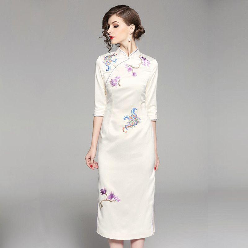 2019 Vintage Classic Chinese Cheongsam Style Dress Women Summer 2018 F2939  Embroidered Flowers 1 2 Sleeve Split Hem From Sarmit 01081ed3d