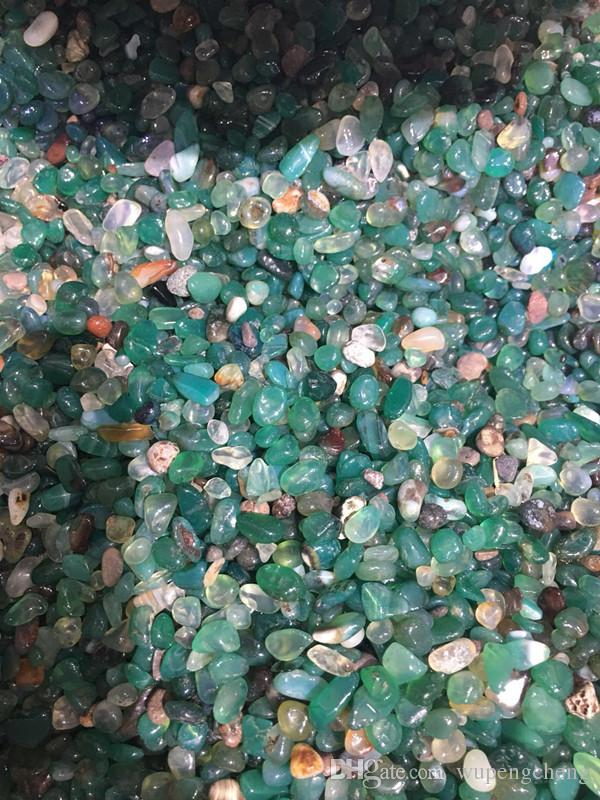 Natural crystal stone, irregular gravel particles, green agate irregular gravel particles, fish tank decoration, household decoration.