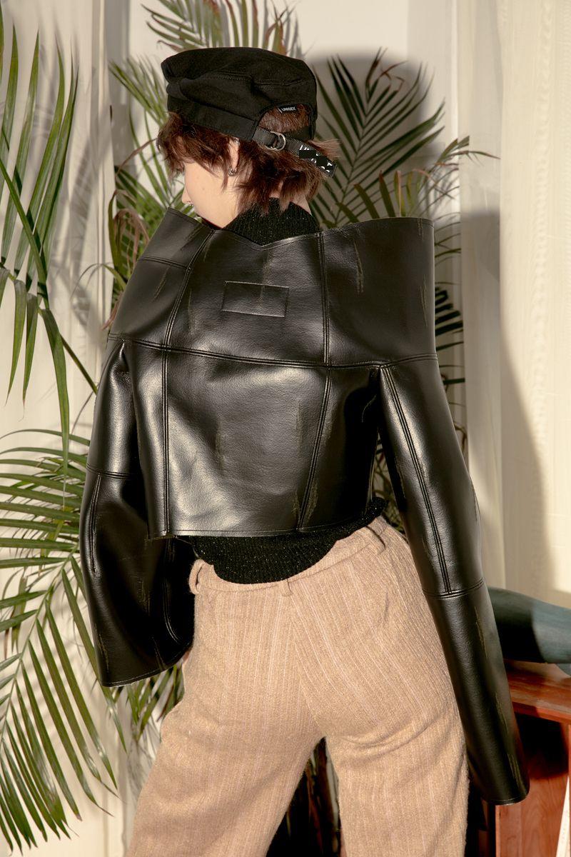 [EAM] 2017 new autumn winter V-collar irregular long sleeve solid color black PU leather jacket women coat fashion tide JD66401S