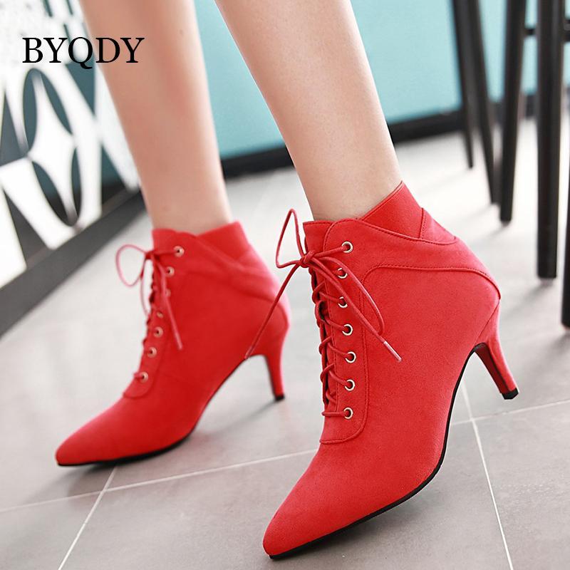 992deb6b05 Compre BYQDY Mulher Sapatos De Casamento Vermelho Lacing Outono Tornozelo  Sapatinho Botas Pretas Senhoras Botas Pontas Do Dedo Do Pé Partido Boa  Qualidade ...