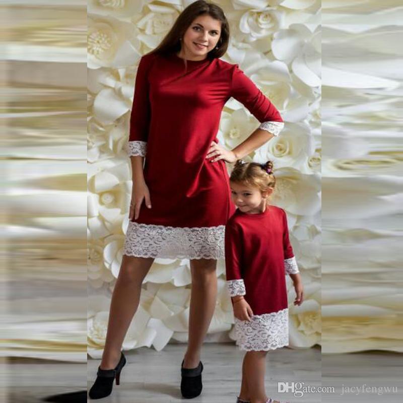 4ab74e1a293202 Großhandel Neue Mutter Und Tochter Kleidung Familie Passenden Weihnachten Kleider  Mädchen Spitze Rock Baby Outfit Mädchen Fallen Mode Kinder Kostüm QZZW110  ...