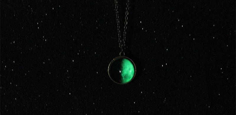 مزدوجة الجانب يتوهج في الظلام الكون القمر قلادة مضان الأحجار الكريمة الزجاج كابوشون القلائد الأزياء وسترمل هبوط السفينة 162672