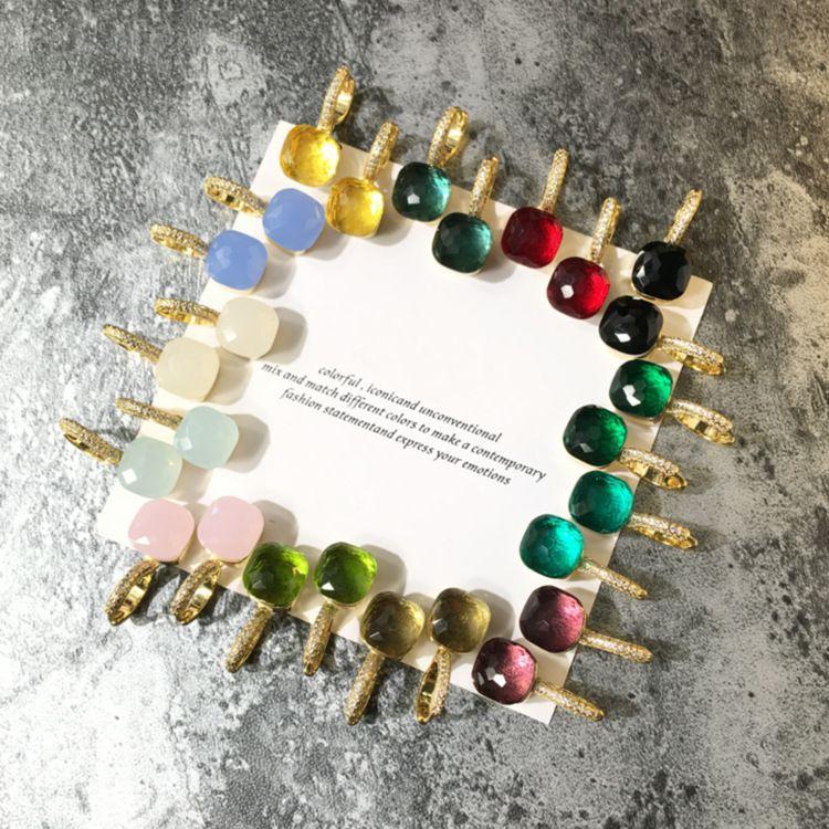 2018 Pendiente de diseño de paris con material de latón superior con jade natural y zircón decorado sello con logo encanto pendiente de perno prisionero con diamantes 18 k placa de oro