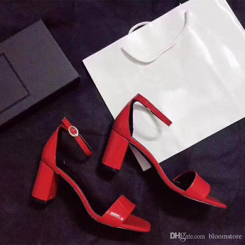 Sommer Frau Patent Leder Gladiator Sandalen Knöchelriemen Pumps für Frauen Kleid Hochzeit Schuhe Marke Buchstaben besetzt High Heels Schuhe