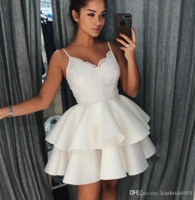 a1d190b0b2 Vestidos Para Casamento Madrinha Camadas Saia 2018 Curto Lace Prom Vestidos  De Cintas De Espaguete Adorável Vestido De Baile Branco Cetim Meninas  Vestidos ...