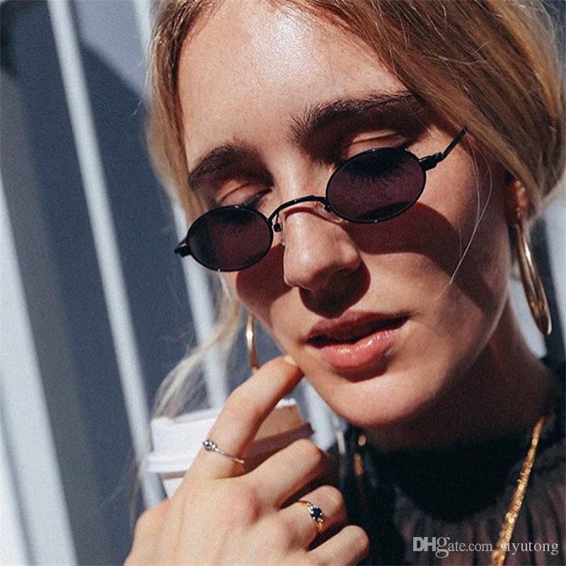4d7a3dd3be695 Compre Pequeno Oval Óculos De Sol Das Mulheres Retro Óculos De Armação De  Metal Do Vintage Amarelo Vermelho Pequeno Rodada Óculos De Sol Para As  Mulheres ...