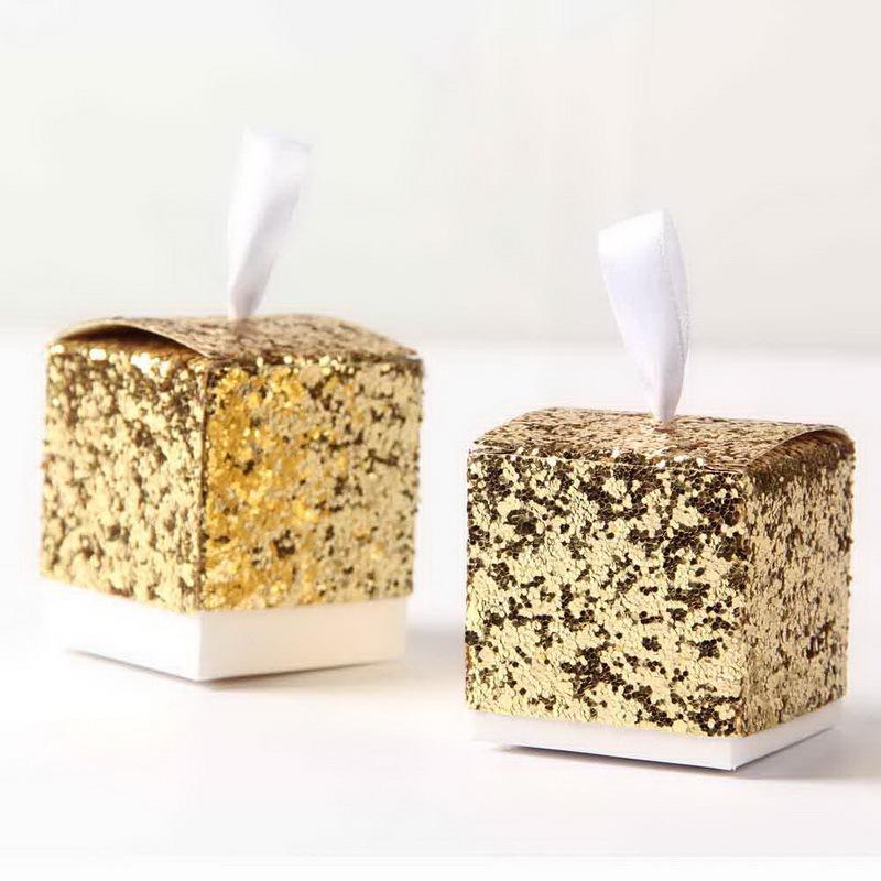 Al por mayor 5 * 5 * 5 cm nuevo oro favores y regalos del banquete de boda de la caja del brillo caramelo de la caja del favor de Huéspedes