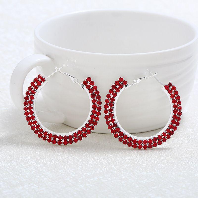 i elegante ciondola l'orecchino a cerchio, l'orecchino con perno a sfera rotondo, gli orecchini con orecchini a cerchio strass traforato le donne 1 paio