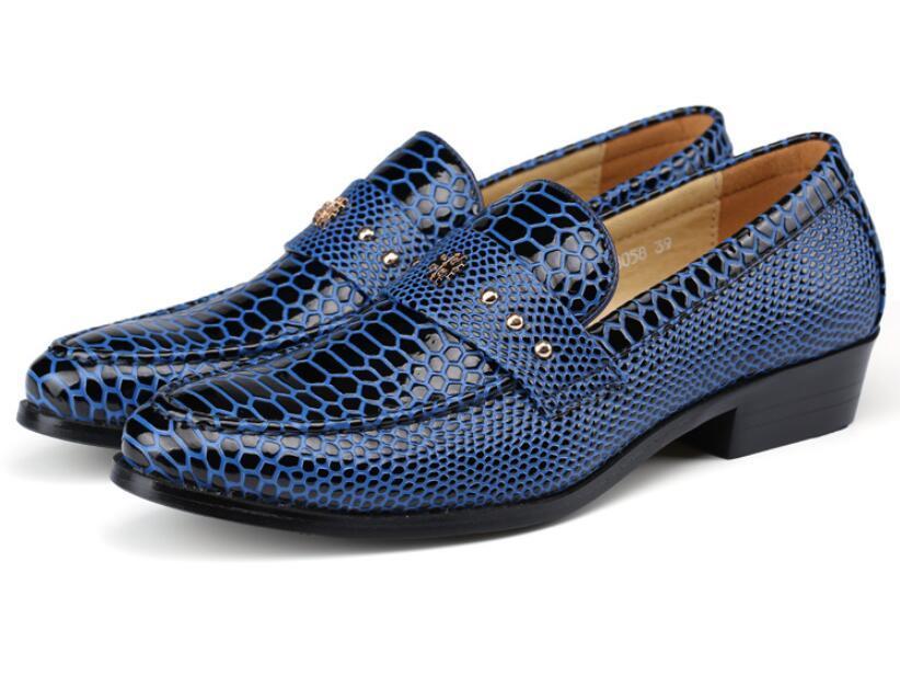 90a712887fd Compre Hombres Nuevos Zapatos De Ocio De Cuero Genuino De Grano De  Serpiente Estilo De Inglaterra Aumentan El Diseñador De Boda Para Jóvenes  Zapatos De ...