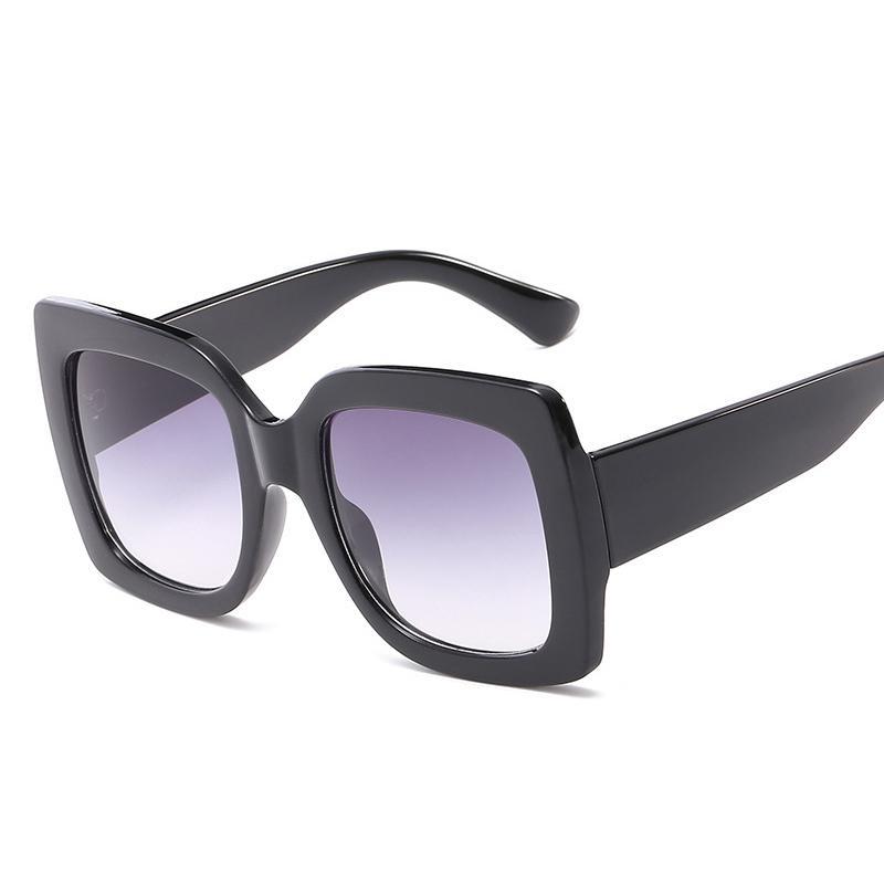 7be9936f4c Compre 2018 Italia Marca De Lujo De Gran Tamaño Gafas De Sol Cuadradas  Mujeres Hombres Diseñador De La Marca Retro Frame Gafas De Sol Para Mujer  Verde Rojo ...