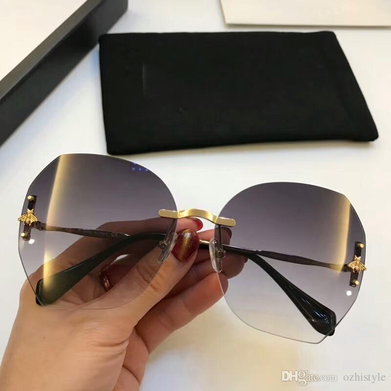 Compre Marca Designer Óculos De Sol Gucci GG0242 Para Homens Óculos De Sol  De Luxo Para As Mulheres Óculos De Sol Mens Marca Designer Mens Óculos De  Sol Dos ... ce52d74b7c