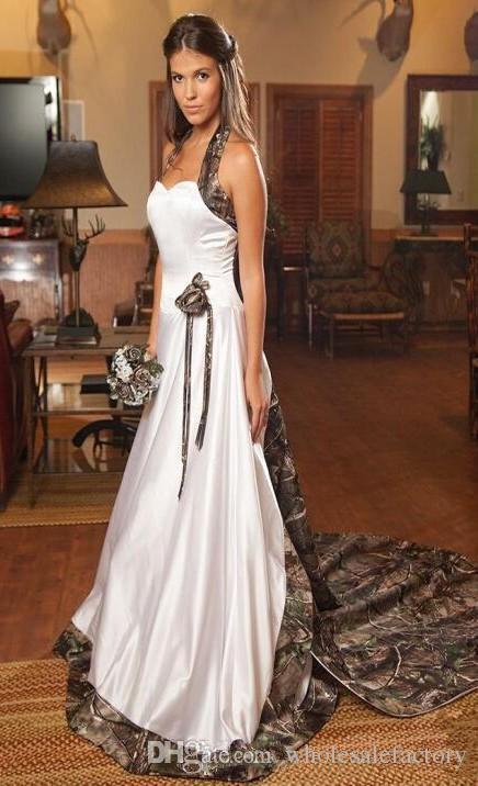新しい迷彩Aラインのウェディングドレスホルターサテンアップリケ花裁判所列車の屋外の結婚式のブライダルガウン