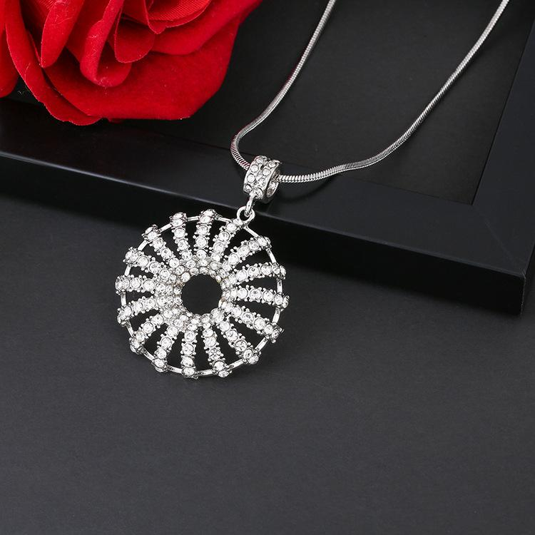 c639ef91af5 2018 Sweater chain Female long jewelry female fashion personality necklace  net red neck chain new women's trend Pendant