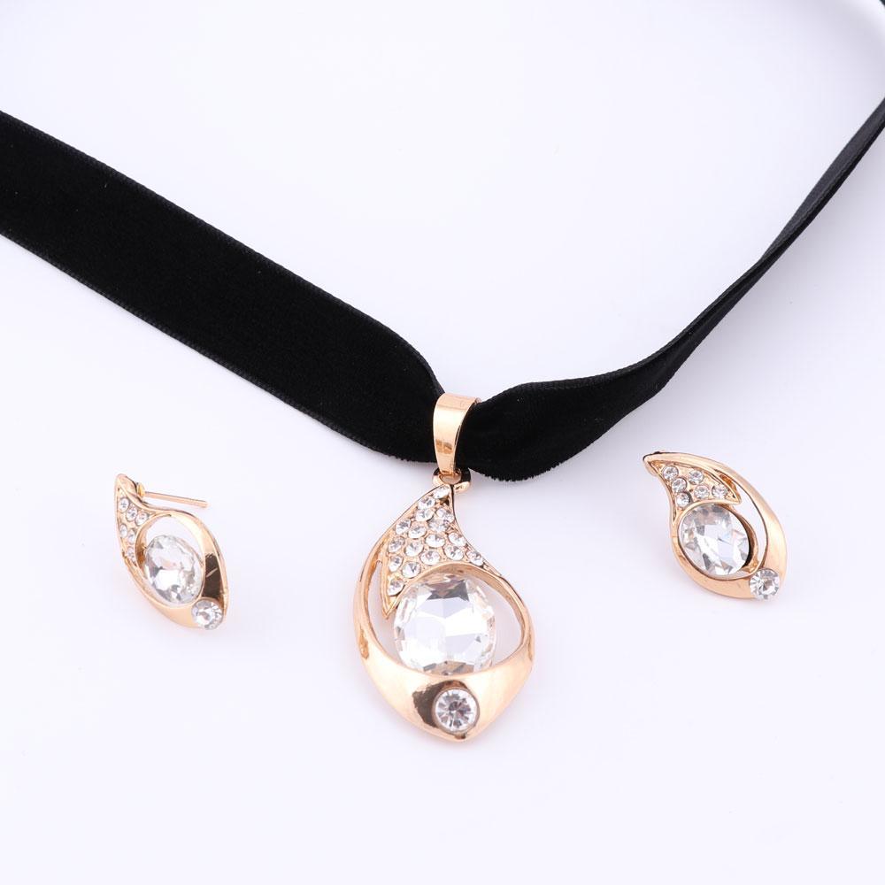 0cd9c0293067 Compre Ashion Conjuntos De Joyas Collares Conjunto Collar De Oro Con  Declaración De Oro Mujeres Accesorios De Boda Pendiente Cristal Nigeriano  Cuentas ...