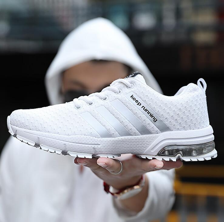 35046d574f04 Acheter 2018 Hommes Chaussures De Course Light Rhythm Femmes Sneakers Doux  Respirant Maille Déodorant Semelle Extérieure Athletic Marche Chaussures De  Foot ...