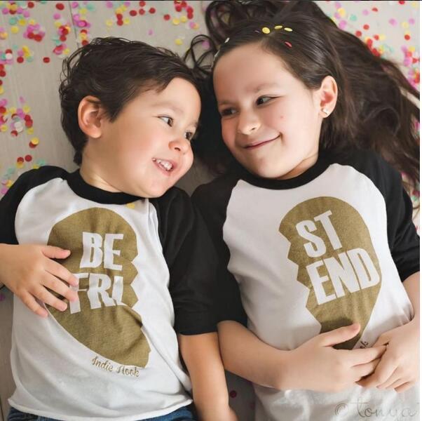 2017 Novo Verão Família Olhar Camisetas de Algodão de Mangas Compridas Melhor Amigo T-shirt Dos Miúdos Das Meninas Dos Meninos Roupas de Família Trajes de Combinação