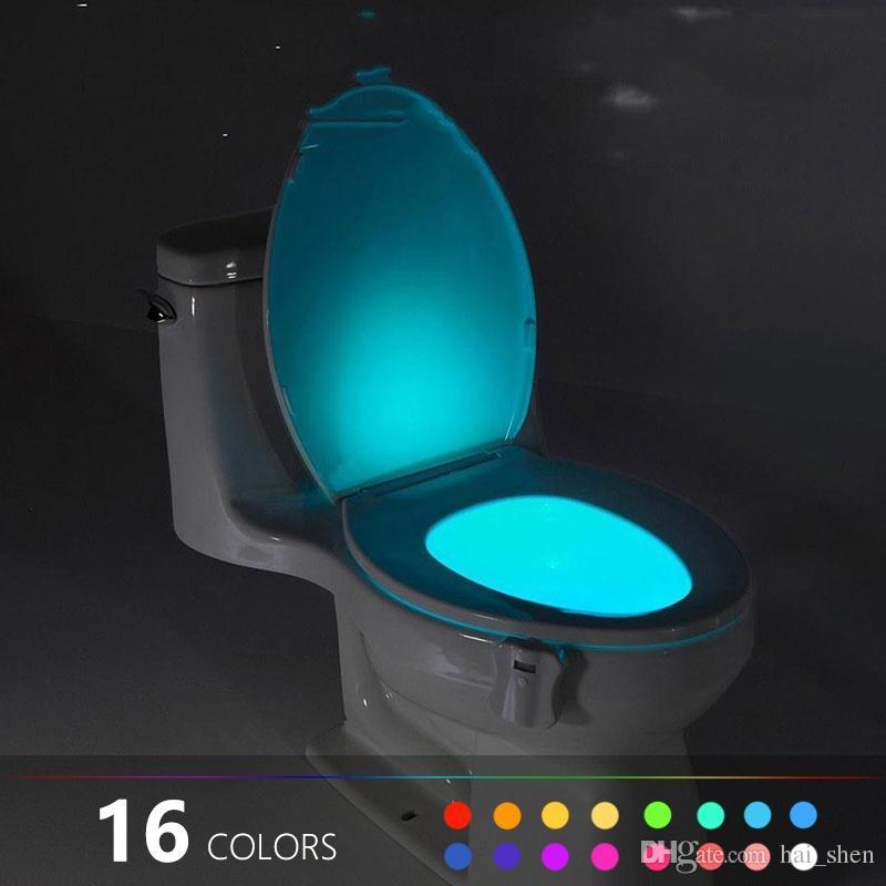 لا مزيد من الحمامات المظلمة ... يأتي مصباح استشعار الحركة هذا بنفسه عندما يدخل شخص ما إلى الحمام ليلاً ، وتلقائياً