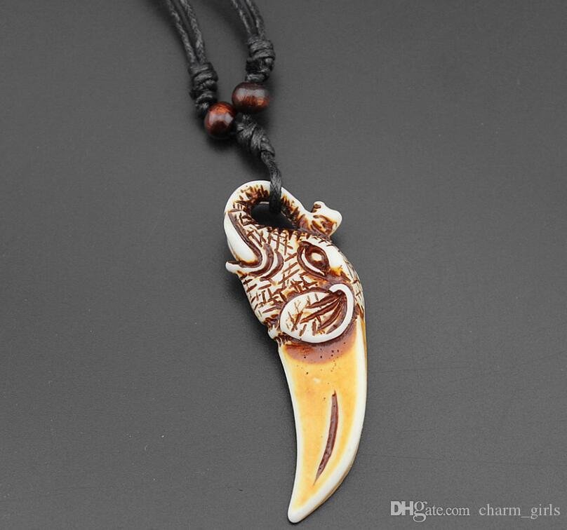 Misto stile imitando denti di lupo Collana pendente Collana in legno di bue scolpito con osso bionico Collana con pendente a forma di osso