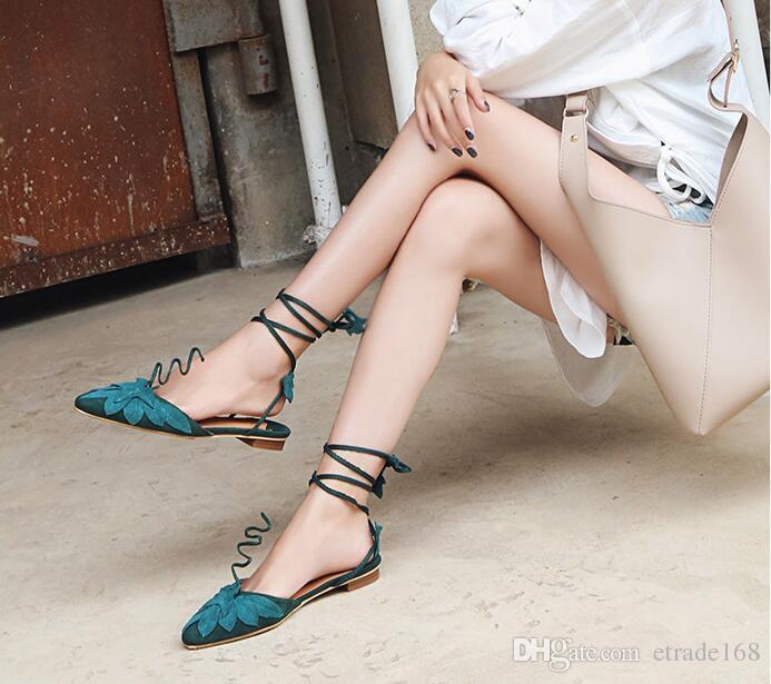 ¡Caliente! 2018 verano nuevas mujeres zapatos de moda plana anillo de pie hojas vendas de gamuza acentuados Lady Wind Women Shoes
