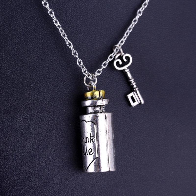 Eat Me / Drink Me Carved Letter Pendant Necklace for Valentine'\s Day Pendant Necklace New Jewelry Gifts
