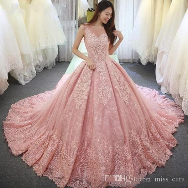 on sale f5238 1b355 Abiti eleganti rosa Quinceanera Ball Gown Sheer Neck Sweep Train 2018 Abiti  da ballo con applicazioni in pizzo Backless Sweet 16 Gowns