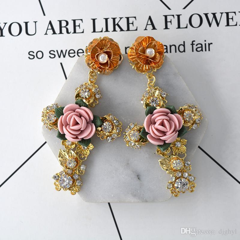 Luxury Baroque Gold Color Big Metal Cross Earrings For Women Bohemia Jewelry Rhinestones Cross Dangle Earrings Pendants Bijoux