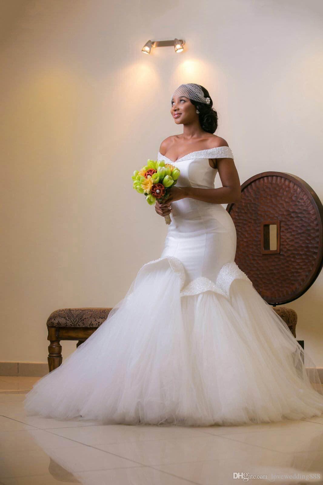 2019 robes de mariée sirène élégantes hors épaule à volants chemise en tulle perles de satin robes de mariée africaines, plus la taille des lacets